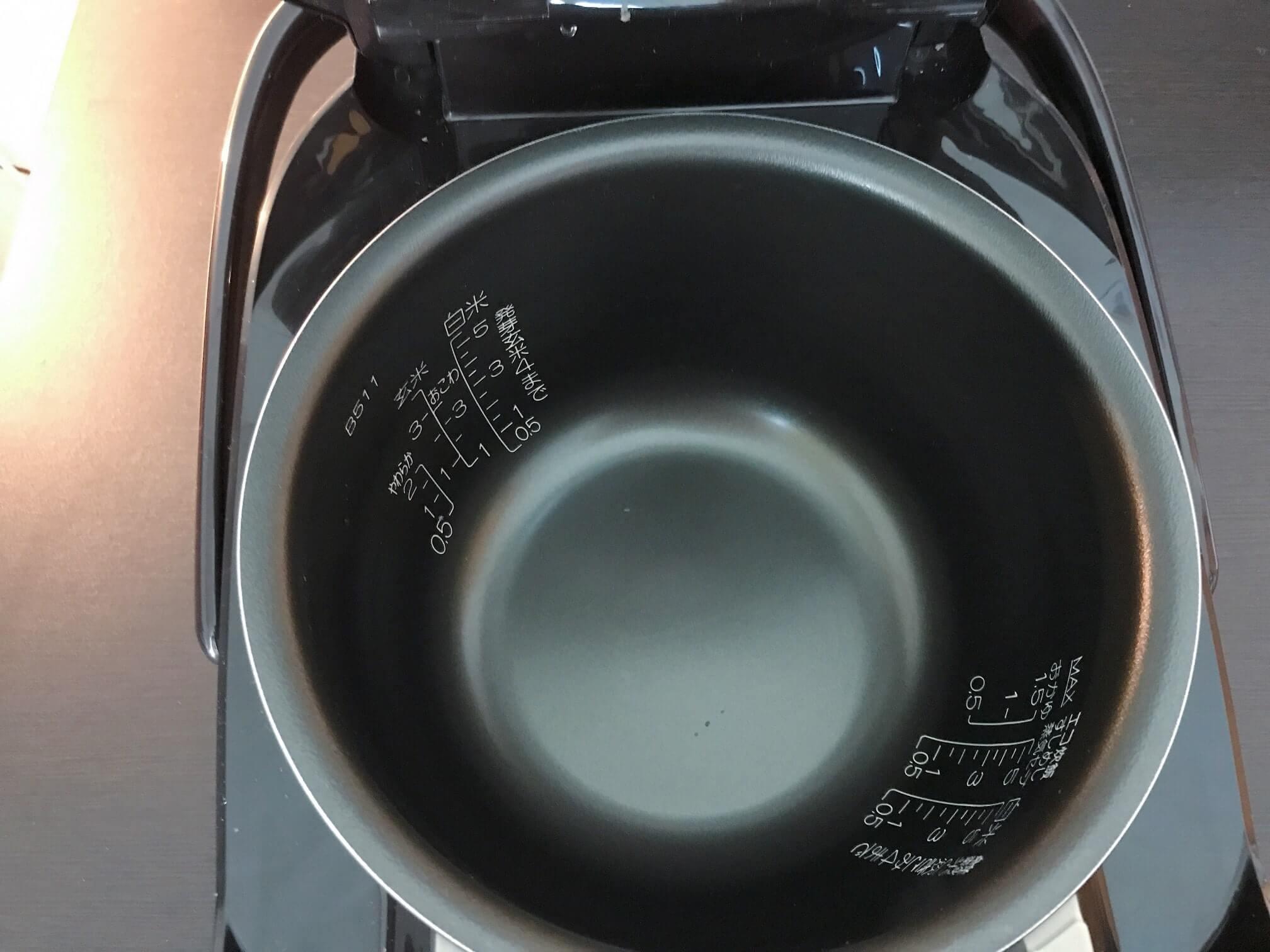 象印の炊飯器 極め炊き「NP-ZD10-TD」のなかの様子